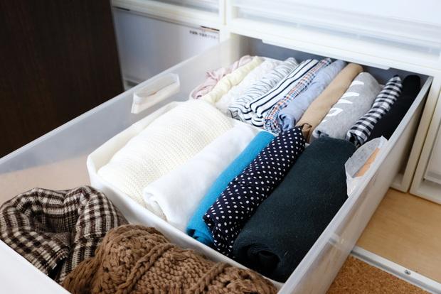 キャンドゥ・衣類折り畳み用プレート・自分クローゼット・季節外トップス収納①