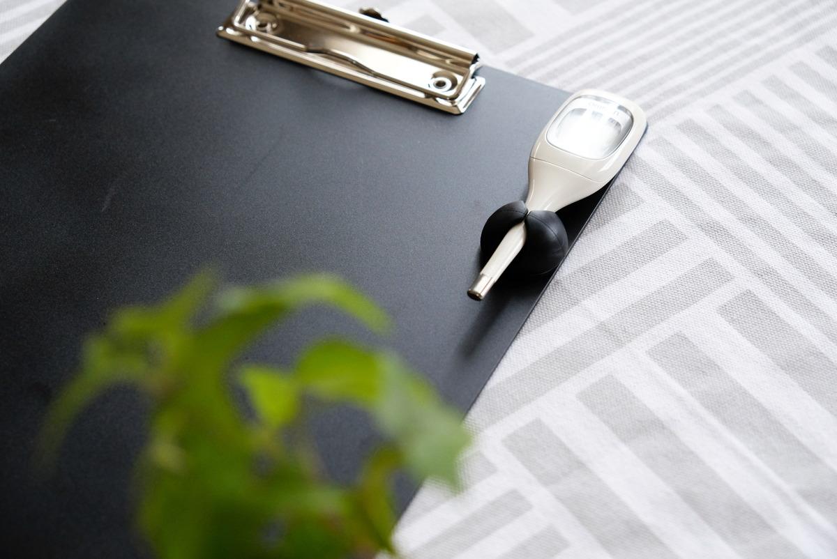 セリア・A4クリップボード・キャンドゥ・コードクリップ・体温計収納①