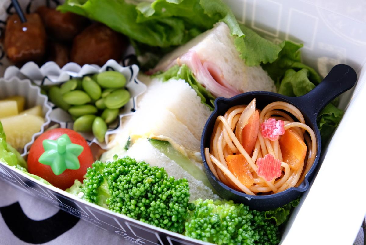 キャンドゥ・シリコーンスキレットカップ・セリア・サンドイッチ・お弁当・デリボックス①