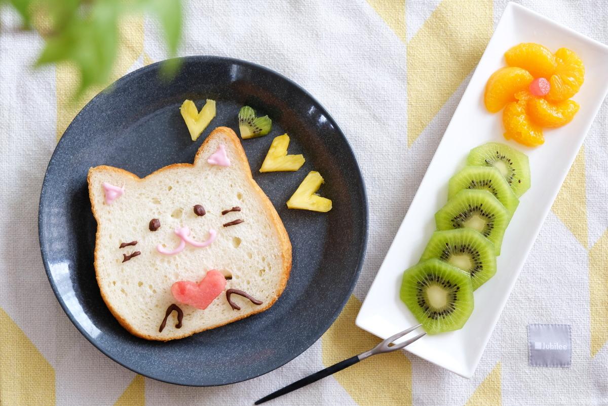 イッタラ・ティーマ・21cmプレート・ドッテドグレー・ねこねこ食パン①