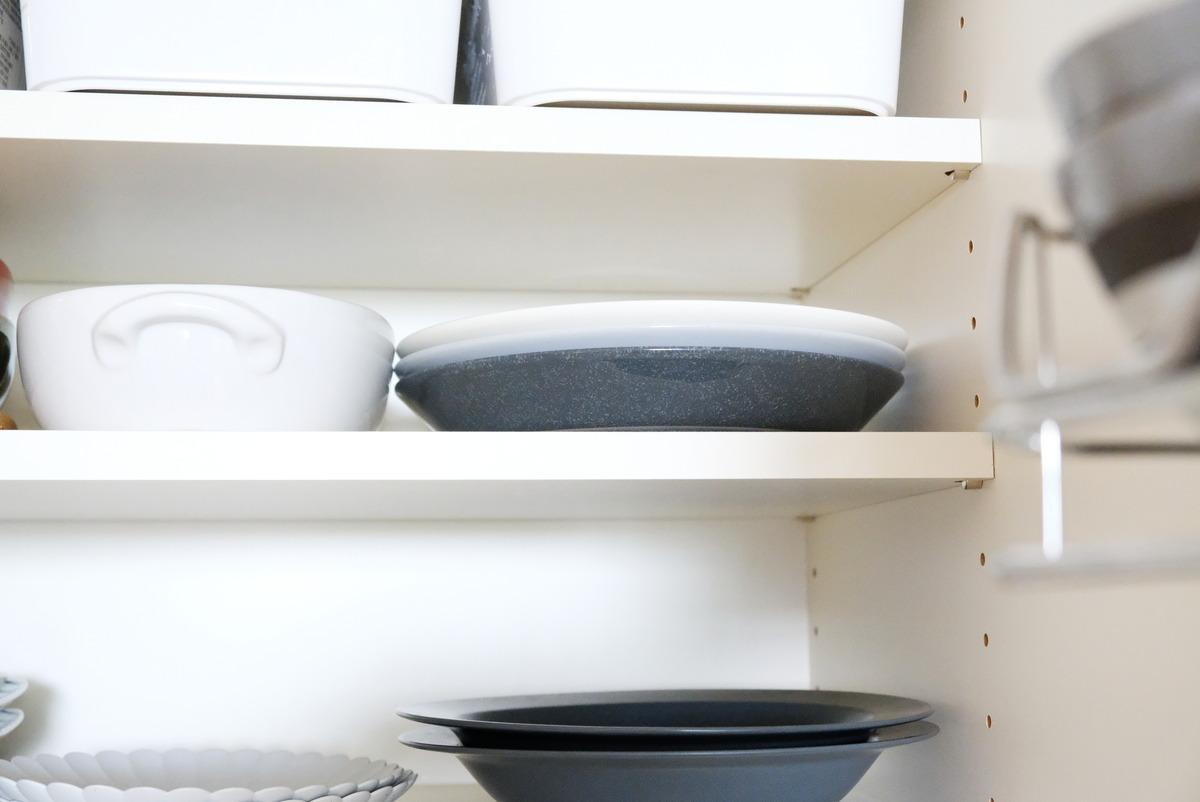 イッタラ・ティーマ・21cmプレート・ドッテドグレー・パモウナ・食器棚①