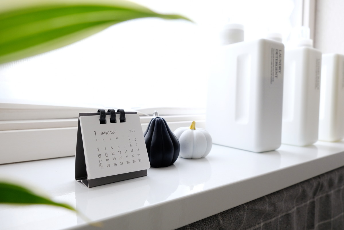ダイソー・2021年卓上ペーパーリングカレンダー(ミニ、2個)・洗面所①