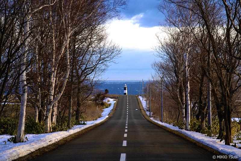 絶景探しの旅 - 絶景写真 No.1280 北の灯台へと続く道 (能取岬/北海道 網走市)
