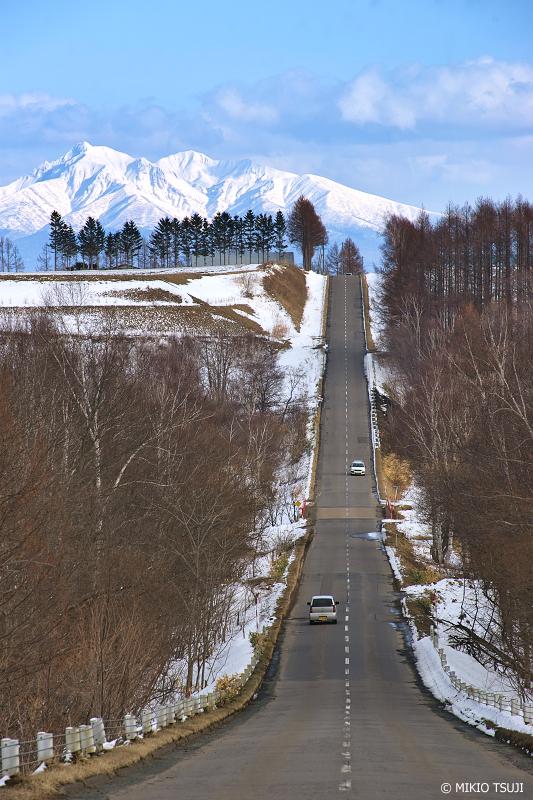 絶景探しの旅 - 絶景写真 No.1290 斜里岳に伸びる一本道 (北海道 清里町)