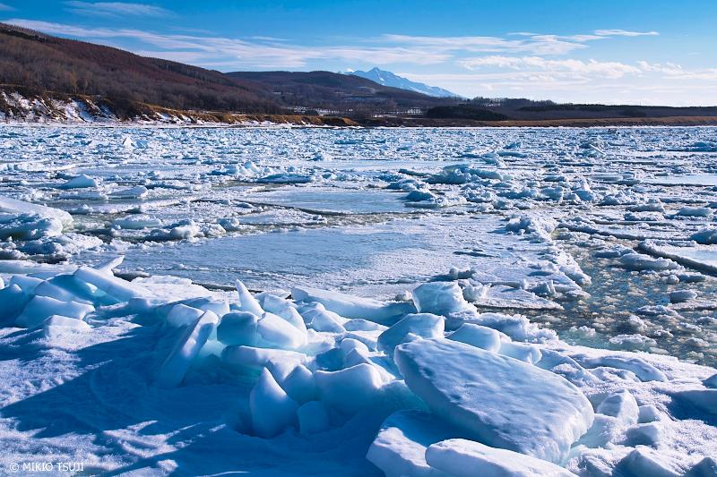 絶景探しの旅 - 絶景写真No.1293 斜里岳と氷の世界 (北海道 斜里町)