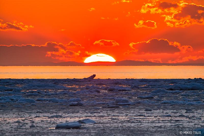 絶景探しの旅 - 絶景写真No.1316 オホーツク海の沈む夕陽 (北海道 斜里町 ウトロ西)