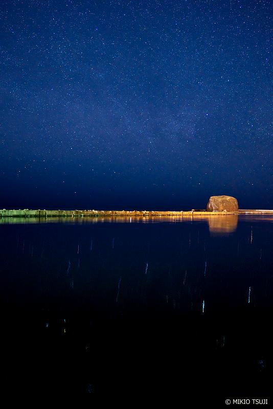 絶景探しの旅 - 絶景写真No.1322 星が落ちる海 (帽子岩 北海道 網走市)