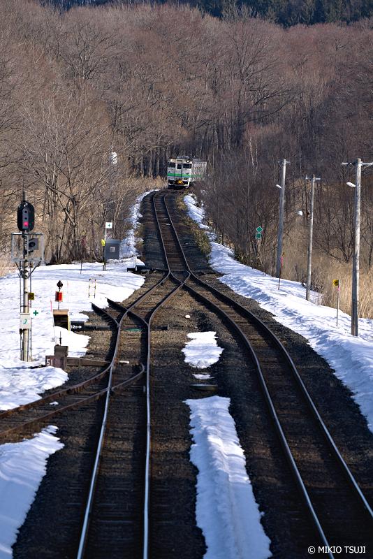 絶景探しの旅 - 絶景写真No.1327 呼人駅へ入線する石北本線普通列車 (北海道 網走市)