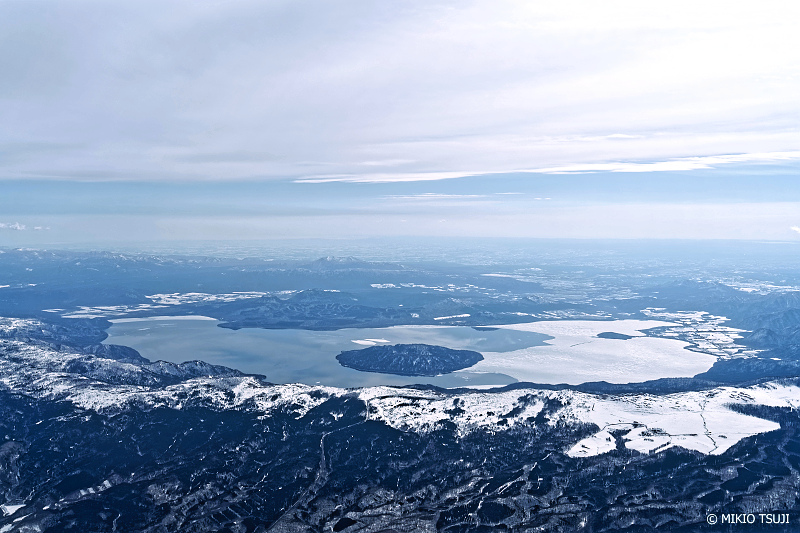 絶景探しの旅 - 絶景写真No.1331 春を待つ屈斜路湖 (北海道 美幌町上空)