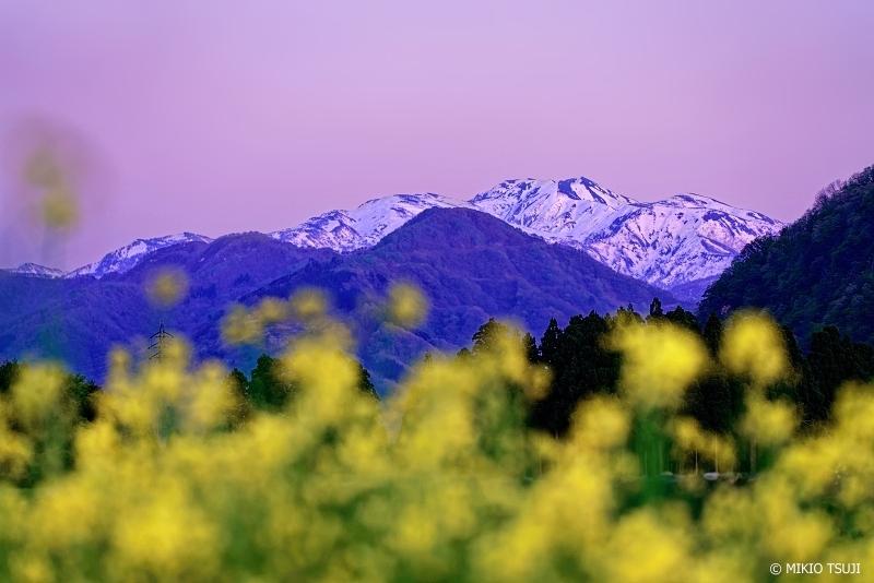 絶景探しの旅 - 絶景写真No.1333 夕暮れ空に染まる白山 (石川県 白山市)