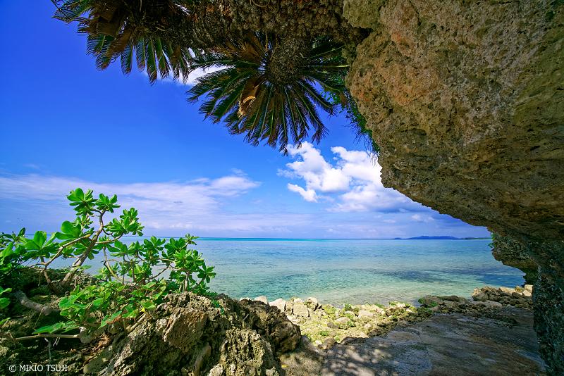 絶景探しの旅 - 絶景写真No.1339 常夏の海の見える風景 (小浜島 沖縄県 八重山郡 竹富町)