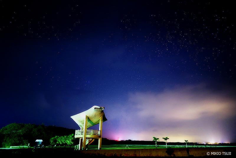 絶景探しの旅 - 絶景写真No.1351 星の海に泳ぎだすマンタ (海人公園/沖縄県 八重山郡 竹富町 小浜島)