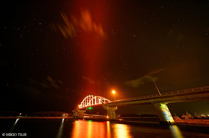 絶景探しの旅 - 絶景写真 No. 1398 赤い火の鳥が舞うサザンゲートブリッジ (沖縄県 石垣島)