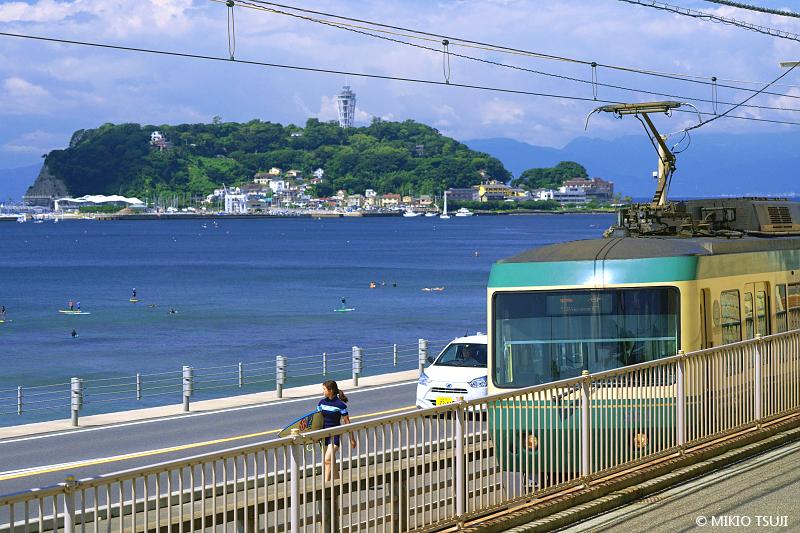 絶景探しの旅 - 絶景写真 No.1419 江ノ島の見える道 (神奈川県 鎌倉市)