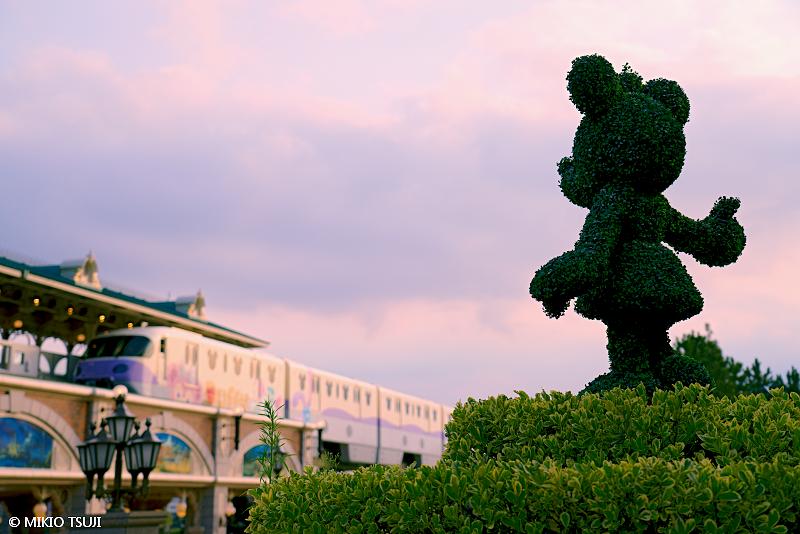 絶景探しの旅 - 絶景写真 No.1444 夕焼け空とミニー (千葉県 浦安市)