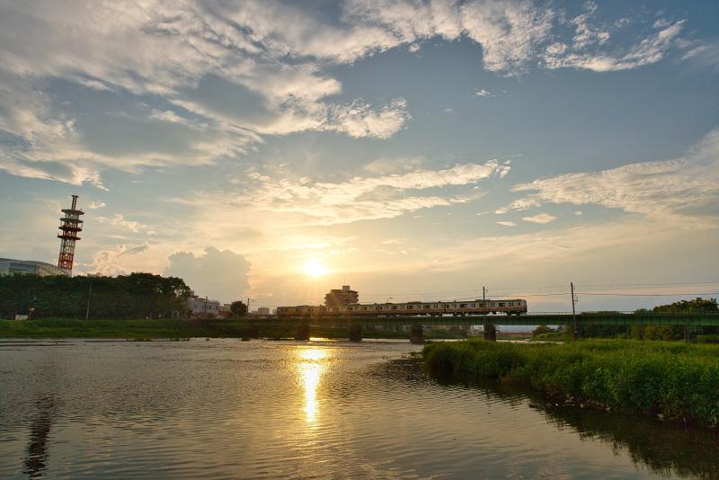 絶景探しの旅 - 絶景写真 No.1453 浅川を渡る八高線 (東京都 八王子市)