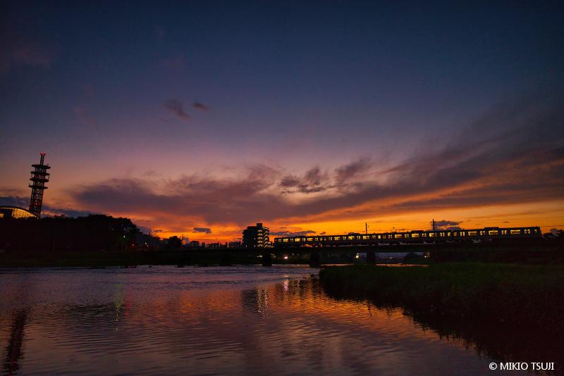 絶景探しの旅 - 絶景写真 No.1471 マジックアワーの浅川橋梁 (東京都 八王子市)