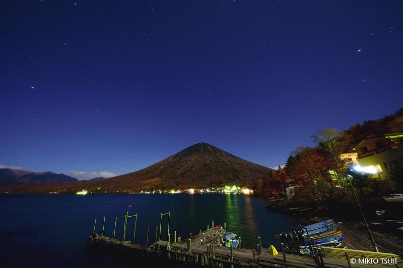絶景探しの旅 - 絶景写真 No.1494 中禅寺湖の夜 (栃木県 日光市)