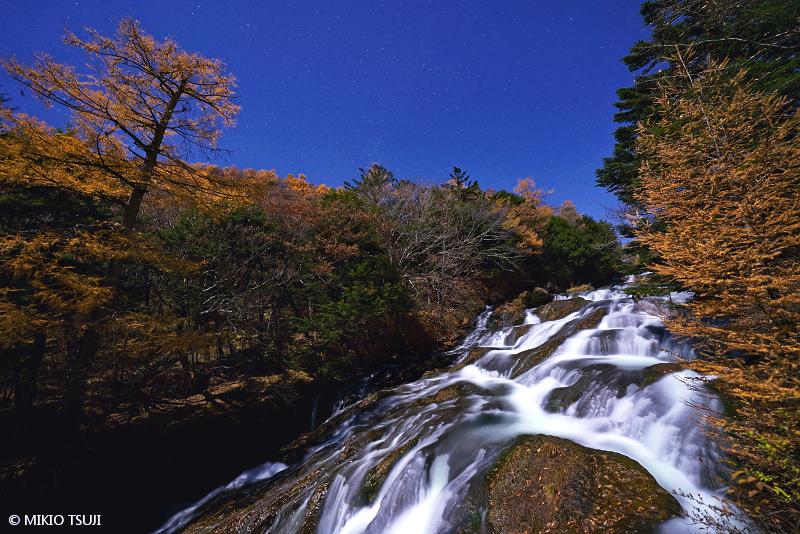 絶景探しの旅 - 絶景写真 No.1495 月夜に流れる竜頭の滝 (栃木県 日光市)