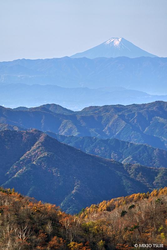 絶景探しの旅 - 絶景写真 No.1503 半月山から富士山を望む (栃木県 日光市)
