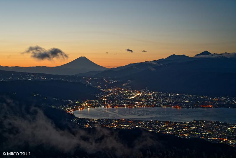 絶景探しの旅 - 絶景写真 No.1511 霧晴れ行く高ボッチ山から (長野県 岡谷市)